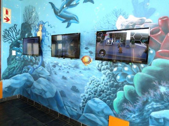 Kempton Park, جنوب أفريقيا: Kiddies play area with PS4 playstations 