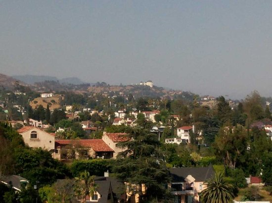 Hollywood Hills Hotel: View from our balcony in room 504