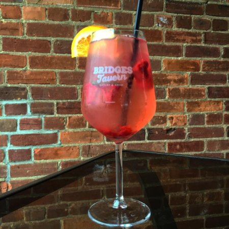 Thornbury, Canada: Enjoy red and white sangria by the glass or by the pitcher!