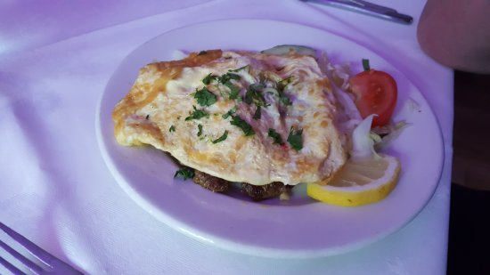 Llanymynech, UK: Shami kebab starter with omlette on top