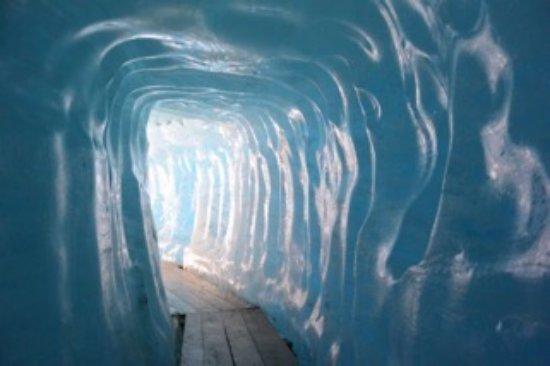Gletsch, Switzerland: Il trionfo della natura!