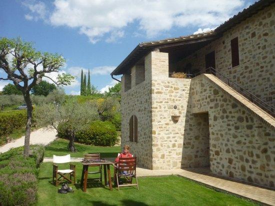 Agriturismo Le Colombe : Overal zitjes om te genieten van rust en uitzicht