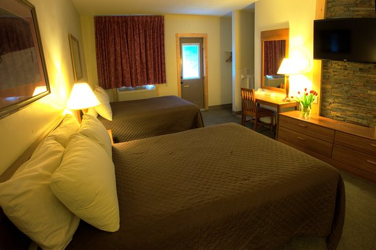 Cadillac, MI: All rooms have two double beds in them
