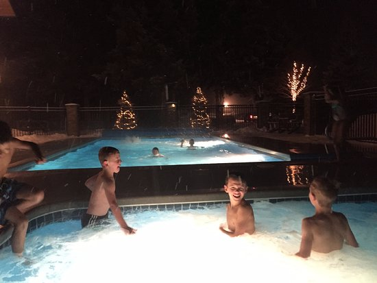 Cadillac, MI: Use of the outdoor pool and hot tub in the winter at night.