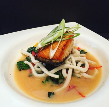 Twist Martini & Wine Lounge: Japanese Miso Salmon with wilted Asian slaw and udon noodles