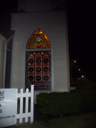 Manteo, Carolina del Nord: Church that is the subject on one tale, beautiful stained glass