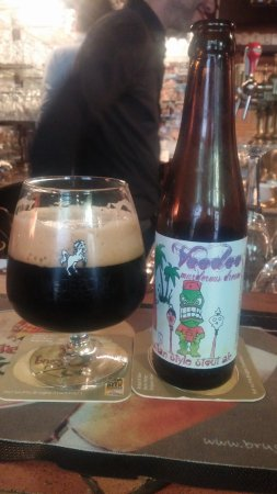 't Brugs Beertje: White Pony Voodoo Stout with matching glass.
