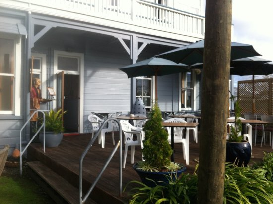 Wanganui, Nueva Zelanda: Outdoor seating area. Dog-friendly.