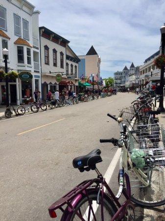 Hart's : Main Street