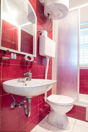 Podstrana, Kroatië: Family apartment without balkony- bathroom