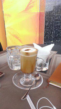 Mbarara, Oeganda: you should try this mocha latte the coffee is well refined