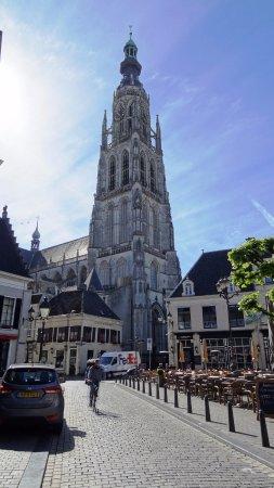 Breda: le campanile de l'église