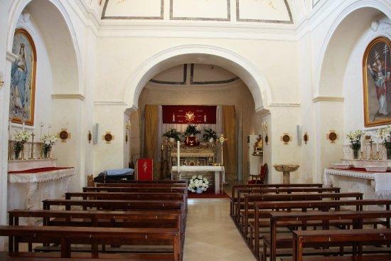 San Pietro in Bevagna, Ιταλία: Blick zum Altar