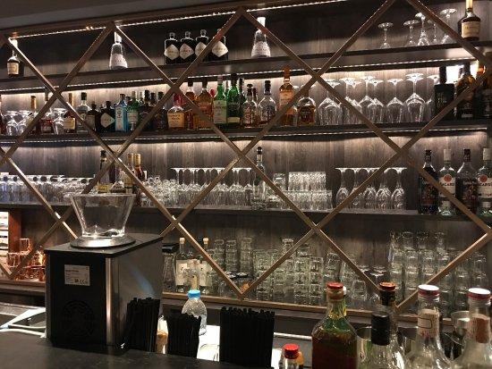 Ypogio Bar Club
