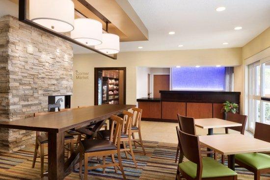 Bourbonnais, IL: Lobby Dining Area