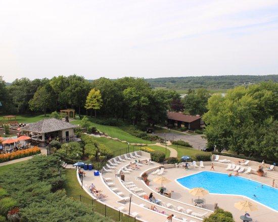 The Ridge Hotel: Outdoor Pool Area