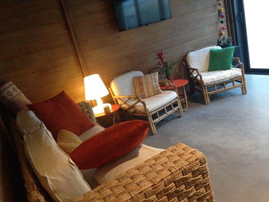 Couiza, فرنسا: Le carnot2et est revenu avec un nouveau cadre , plus contemporain mais toujours en bois , son fu