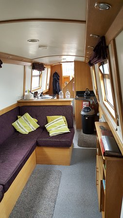 Willington, UK: the Narrowboat -inside