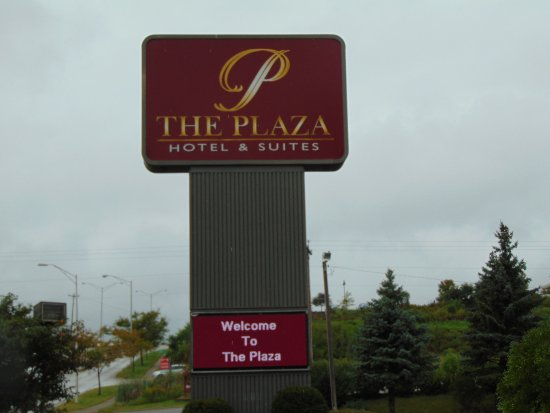 Plaza Hotel and Suites: Signage