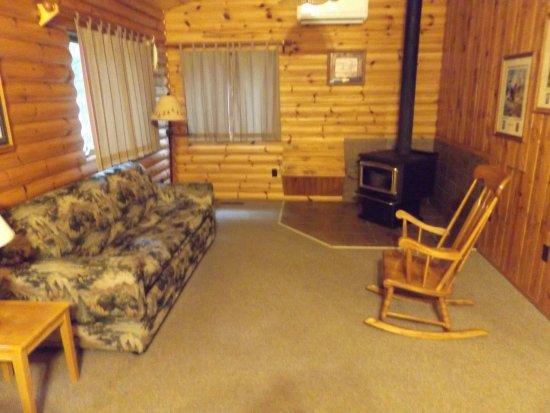 Bert's Cabins: Cabin living room