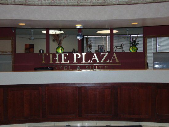 Plaza Hotel and Suites: Reception