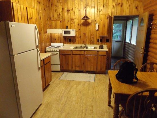 Bert's Cabins: Cabin kitchen
