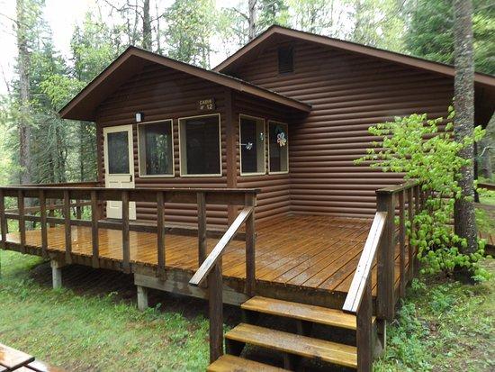 Bert's Cabins: Outside of cabin