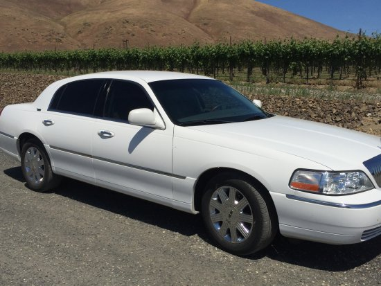 Prosser, WA: Ride in comfort and luxury in our Lincoln town car seating up to 4.