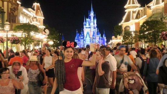 Happily Ever After Fireworks Llenisimo De Gente A Esa Hora