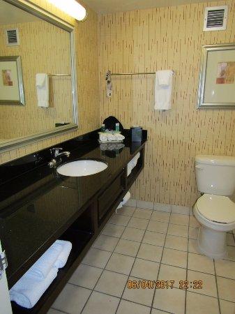 Charleston, Virginia Occidental: Very nice bathroom and grooming area