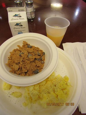 Charleston, Virginia Occidental: Typical motel breakfast...luke warm