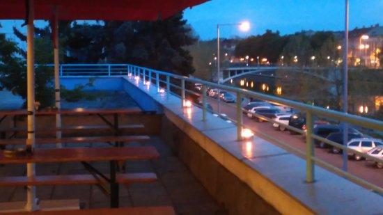 Hradec Kralove, Τσεχική Δημοκρατία: Velmi příjemné podvečerní posezení na terase restaurace La Terraza v Městkých lázních.