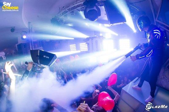 Ночной клуб plazma фото девушка в клубе москва