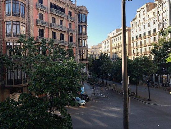 Alexandra Barcelona A DoubleTree By Hilton: View of La Rambla from Room 118 (Sens Suite).