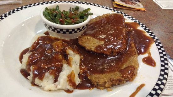 Manteca, Kaliforniya: Meatloaf with mash and beans in gravy