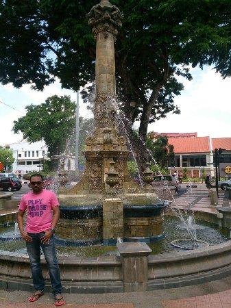 Queen Victoria's Fountain: Its a beautiful fountain