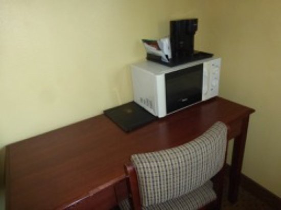 Osage, IA: Microwave and coffee maker