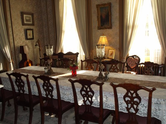 Harry Packer Mansion Inn: Dining Table