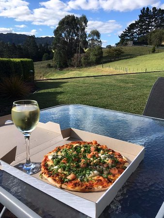 Waihi, New Zealand: Seafood Pizza takeout - back at my Bed and B