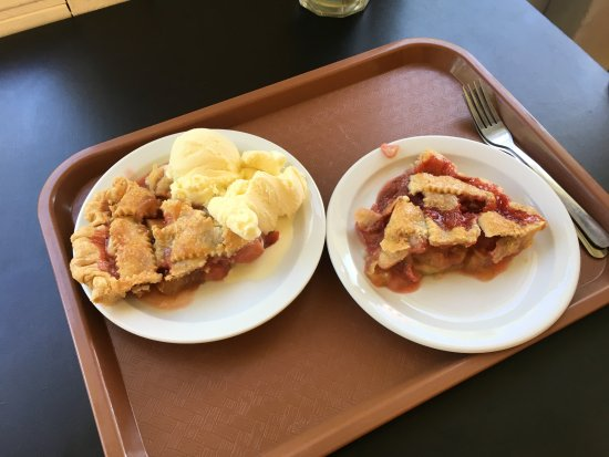 ‪‪Lanesboro‬, ‪Minnesota‬: Strawberry Rhubarb w/ & w/o Ice Cream‬