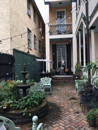 Gambar The Parisian Courtyard Inn