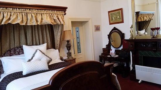 Devonport, Australië: Room 1 with period furniture