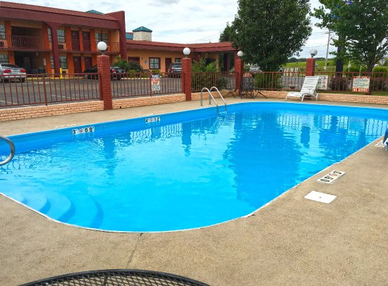 Canton, MS: Pool