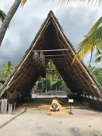 Honaunau, HI: One of the Hales that house canoes