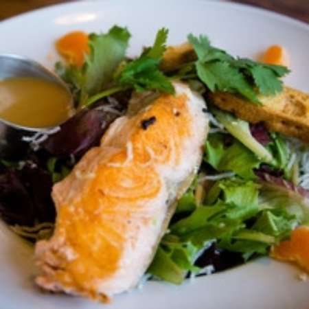 Cardiff-by-the-Sea, CA: Asian Salmon Salad