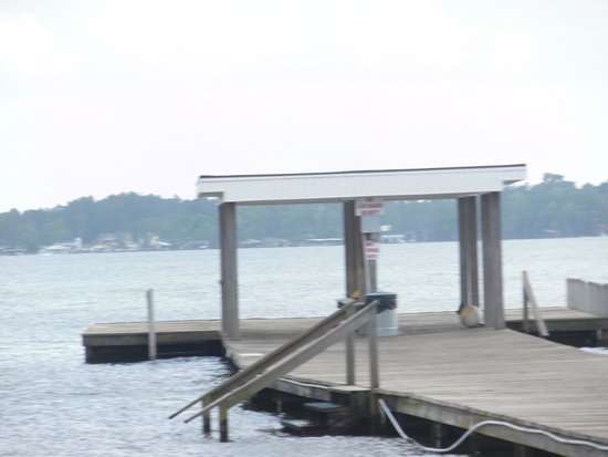 White Lake, NC: Pier area for swimming or laying out