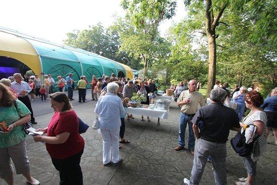 Пеория, Илинойс: Food vendors on select nights in the summer!