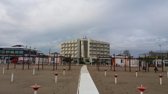 Residence Imperial : Looking back at the hotel from the beach.