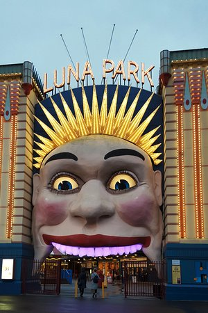 Milsons Point, Αυστραλία: Fun at Luna Park to whet our appetite.