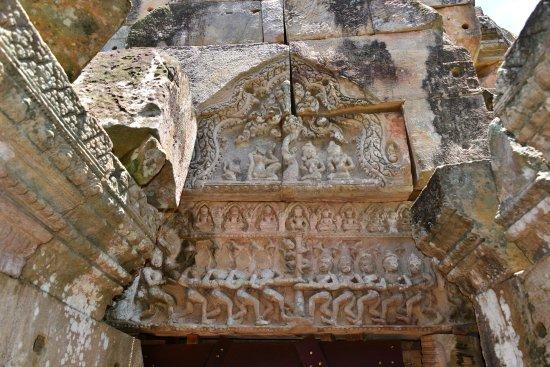 Wat Ek Phnom : The churning of the ocean milk Hindu creation myth